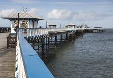 兰迪德诺码头,北部威尔士,英国在一个晴天在早期的春天 库存照片