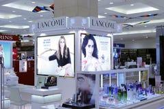 兰蔻化妆用品柜台 免版税图库摄影