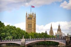 兰贝斯桥梁、英国议会维多利亚塔和大本钟 图库摄影