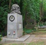 共产主义哲学家卡尔・马克思坟墓  免版税库存图片