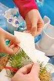 共享薄酥饼的圣诞前夕 免版税库存图片
