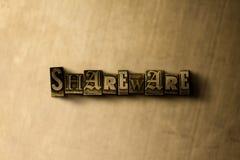 共享软件-脏的葡萄酒在金属背景的被排版的词特写镜头  免版税图库摄影