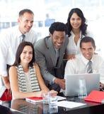 共同努力企业种族的小组 免版税库存照片