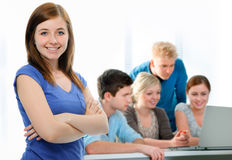 共同努力在教室的学员 免版税图库摄影