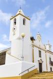 共同塔, Misericordia和Senhor dos Passos教会在Veiros镇, Estremoz,葡萄牙 图库摄影