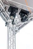 共同安排斑点轻的系统在露天舞台屋顶下  免版税库存图片