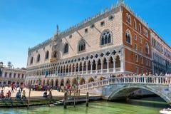 共和国总督圣马克` s正方形的` s宫殿在威尼斯 免版税库存图片