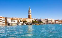 共和国总督` s宫殿和钟楼看法Piazza的di圣Marco,威尼斯,意大利 免版税库存图片
