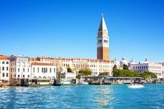共和国总督` s宫殿和钟楼看法Piazza的di圣Marco,威尼斯,意大利 免版税图库摄影