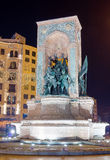 共和国纪念碑在晚上, Taksim广场,伊斯坦布尔,土耳其 免版税库存照片