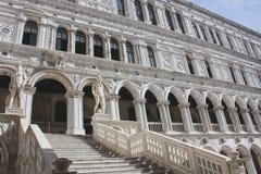 共和国总督的宫殿庭院 免版税库存照片