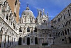 共和国总督的宫殿,威尼斯,意大利法院  免版税库存图片