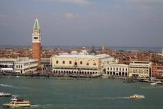 共和国总督的宫殿,钟楼,威尼斯,意大利看法  免版税库存照片