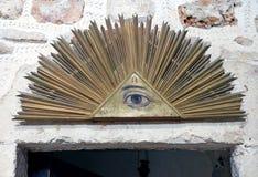 共济会的标志在十字架的修道院里 库存图片