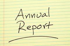 关于一本黄色便笺簿的年终报告 免版税库存照片