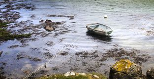 关于一非常简单的渔船的鸟瞰图冷的秋天mo 免版税库存照片
