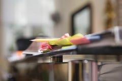 关于书桌的稠粘的笔记 免版税库存图片