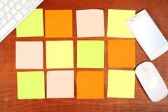 关于书桌的笔记 免版税库存照片