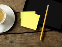 关于书桌的黏着性笔记 免版税库存照片