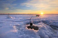 关于井的钓鱼竿 库存照片
