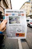关于史蒂芬・霍金死亡的报纸在第一张页画象 免版税库存图片