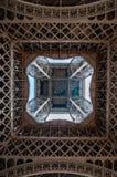 关于埃菲尔铁塔的天空 免版税库存图片