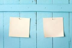 关于墙壁的纸笔记 免版税图库摄影