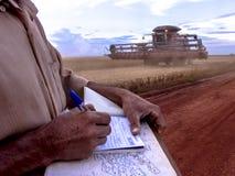 关于大豆领域的农夫笔记 免版税库存图片