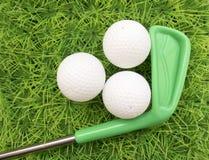 关于学会高尔夫球比赛上色了轻击棒和高尔夫球  库存照片
