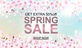 关于春天销售的广告在与美丽的樱花的defocused背景 也corel凹道例证向量 免版税库存照片