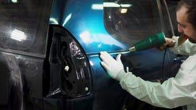 关于机器的车库光滑的表面的专家,被黏贴的乙烯基 股票视频
