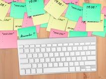 关于桌的繁忙的纸笔记 图库摄影
