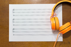 关于桌的音乐笔记 免版税库存照片