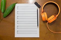 关于桌的音乐笔记 图库摄影