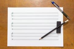 关于桌的音乐笔记 库存图片