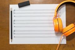 关于桌的音乐笔记 库存照片