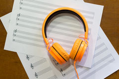 关于桌的音乐笔记 免版税库存图片