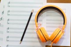 关于桌的音乐笔记 免版税图库摄影