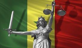 关于法律的盖子 正义Themis的神雕象与塞内加尔背景旗子的  正义原始的雕象  Femida,与标度, 免版税库存照片