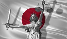 关于法律的盖子 正义Themis的神雕象与日本背景旗子的  正义原始的雕象  Femida,与标度, sy 图库摄影