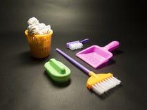 关于清洗玩具的背景与刷子、海绵和Bu 免版税图库摄影