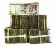 关于白色背景的印地安货币笔记 免版税库存图片