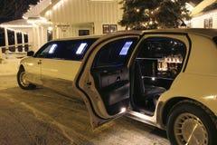 关于等待您的大型高级轿车 免版税库存图片