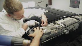 关于车库的专家使机器的表面,被黏贴的乙烯基光滑 影视素材