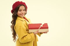 关于这样惊奇的每个女孩梦想 生日女孩运载当前与丝带弓 生日愿望参观时尚 免版税库存图片