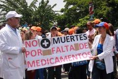 关于医学短缺的委内瑞拉人抗议 免版税库存照片