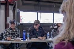 关于02-13-2018的引起争论的会议在小农村镇朱利安在圣地牙哥县,朱利安志愿消防队委员会meetin 库存图片