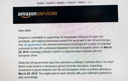 关于Brexit新闻的亚马逊公司通知的市场卖主 库存图片