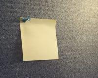 关于corkboard的笔记 免版税图库摄影