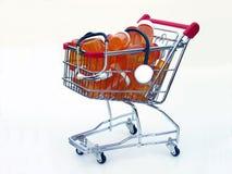 关心健康购物的侧视图 免版税库存图片